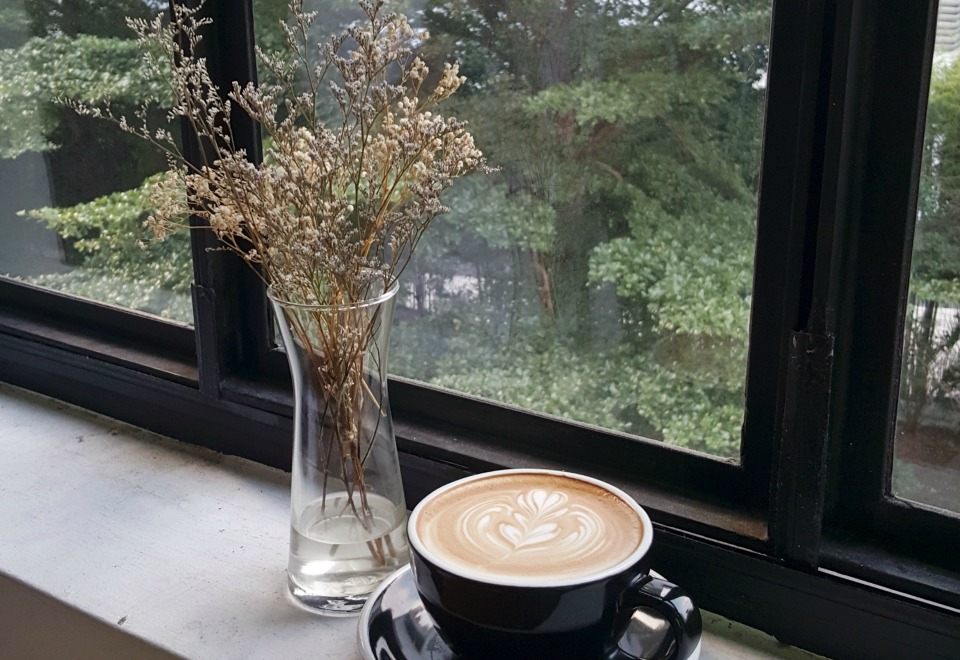 coffee-cup-flowers-window